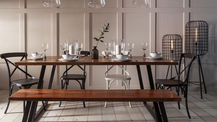 Having guests over for a cosy winter meal? Follow our tips for stylish and laid back dining any time of year!
