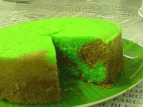 """Sponscake Heel veel vragen gehad over het recept van """"sponscake"""" en Rotti koekoes. (deze heb ik dus al geplaatst). Sponscake is oud-Indisch. Roti kukus (Rotti koekoes) is eigenlijk Indonesisch. Ieder Indisch gezin heeft wel zo z'n eigen recept en maakt het op haar/zijn manier. Hieronder een recept, hoe ik het al vaker heb gemaakt. Ik kan jullie verzekeren, het is yami yami..... Ingrediënten: 5-6 eieren (afhankelijk van grootte) 6 eierdooiers (Echt.... alleen maar de dooiers) 125 gr suiker…"""