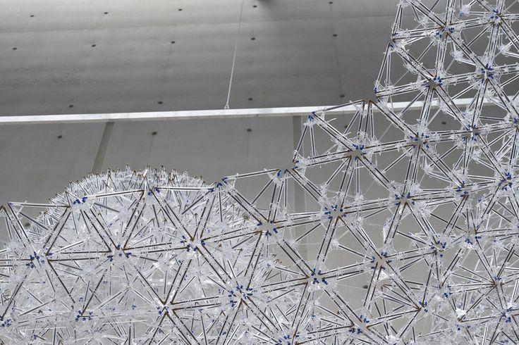Una megaestructura montada con bolis BIC cristal. Bic naranja escribe fino, BIC cristal escribe normal. #MWMaterialsWorld #WeLoveMaterials #BicCristalBluePen #BICStructure