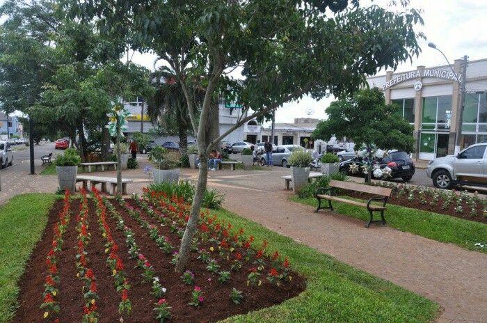 Praça em frente à  prefeitura. Lagoa Vermelha- RS