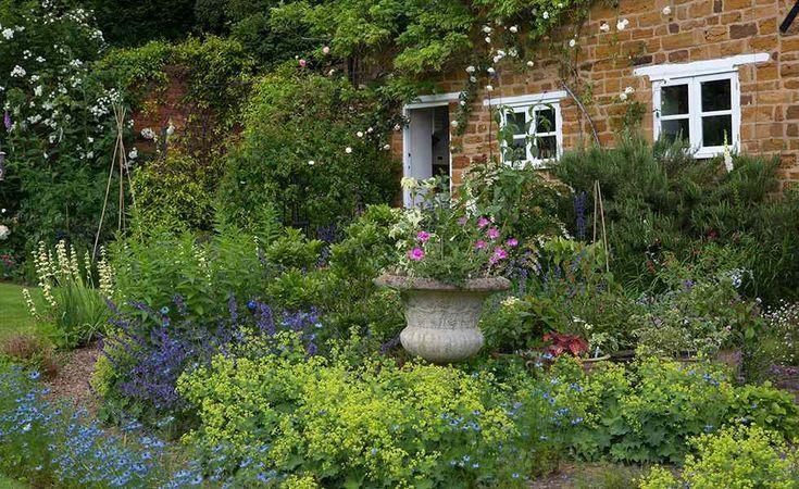English Gardens Pots Garden Design Design English Garden Gardens Pots In 2020 With Images English Garden Design Cottage Garden Design Cottage Garden