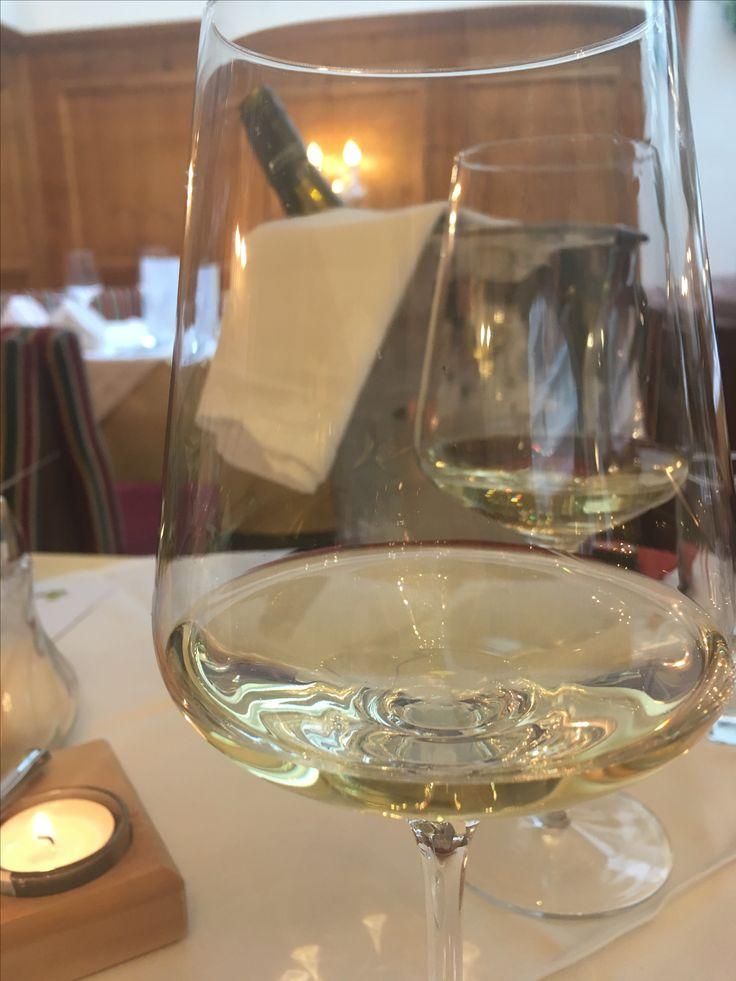 #Dinner with #fish and #excellent #austrian #riesling #tonight 🍷🐟🐟🐟🐟🐟🐟🐟🐟🐟🐟 #domänewachau #whitewine #instafood #picoftheday #foodporn #thefinerthingsinlife #qualitytime #austria #österreich #zillertal #kohlerhof #fügen #finewine #wineanddine #lovemylife #holiday #instatravel #urlaub #relax #enjoy #genuss