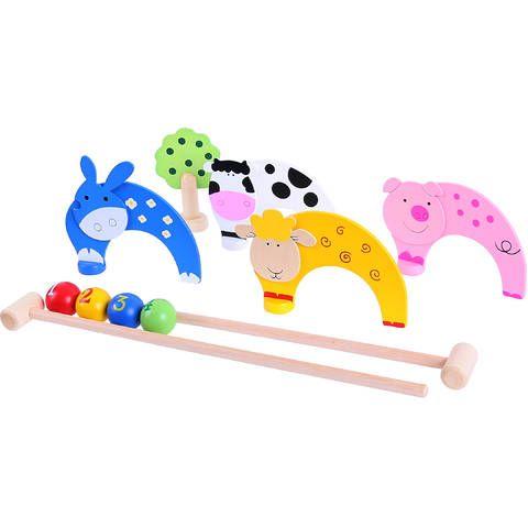 Te invitam la o partida de crichet! Ia-ti un prieten si jocul poate incepe. Loveste bilele cu crosa astfel incat acestea sa treaca prin fiecare obstacol-animalut. Setul include 2 crose, 4 obstacole in forma de animalute, 1 figurina copac, 4 bile....