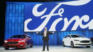"Image copyright  Getty Images   Ford posted hacia record quarterly profit following strong sales in Europe and moving more trucks in North America.    The carmaker posted a pre-tax profit for the three months to March of $3. 8bn (£2. 6bn), compared with $2. 1bn for the same period in 2015.    The stronger performance in Europe helped   Ford to outpace   Detroit oponente General Motors.    Ford chief executive Mark Fields said the company had an ""absolutely terrific"