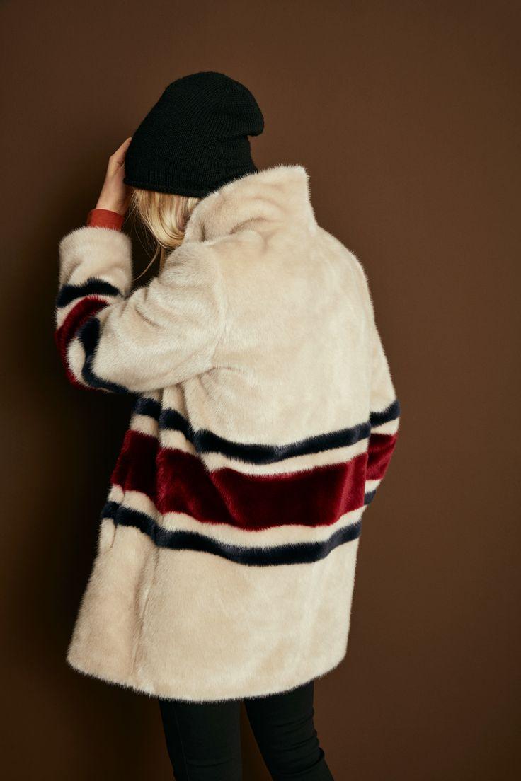 fake fur jas met strepen
