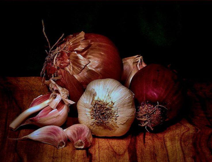 Garlic and Onions by Lorenzo Gizzi, via 500px
