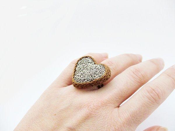 heart shaped ring with crochet / szív alakú gyűrű horgolással habcsi.blogspot.com