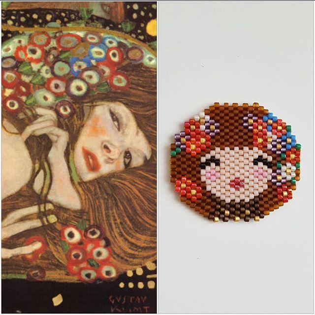 """Il est des artistes qui vous touchent. Klimt en est un. Je vous présente ma version perlée d'un tableau que j'aime : """"water serpent II"""". J'ai emprunté le ravissant visage de @coeur__citron. #klimt #gustavklimt #motifdanslatelierdesophie #jenfiledesperlesetjassume #perlesandco #miyukiaddict #brickstitch"""