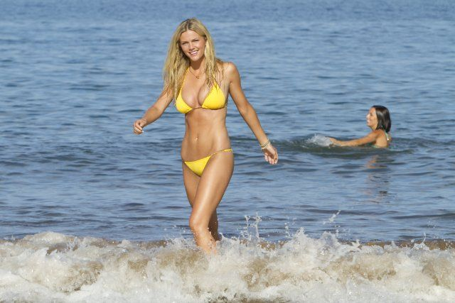 Still of Brooklyn Decker in Just Go with It (2011)