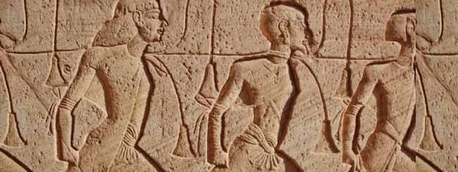 Di-s le dijo a Abraham que sus descendientes estarían en Egipto por cuatrocientos años. Pero por lo que yo entiendo, los israelitas estuvieron en Egipto apenas poco más de doscientos años