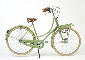 This ladies' bike is 'Betty' from the British bicycle company, Beg Bicycles.  If you want to swoon over retro bicycles from a different era, this is the place.