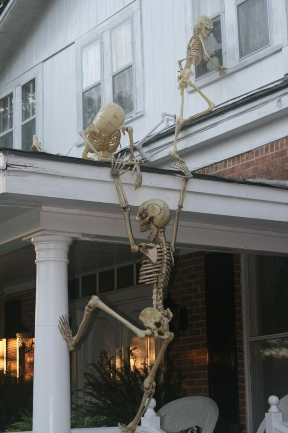 Creative DIY Outdoor Halloween Decorating!   Don't forget to follow us on Twitter for new products, sales and crafty ideas.  https://twitter.com/RusticFarmhouse  Visit & Like our Facebook page! https://www.facebook.com/pages/Rustic-Farmhouse-Decor/636679889706127: