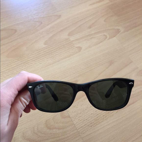 Ray Ban Wayfarer sunglasses All black, black frames, black lenses. Shiny material. Very chic and fashionable sunglasses for a great deal Ray-Ban Other