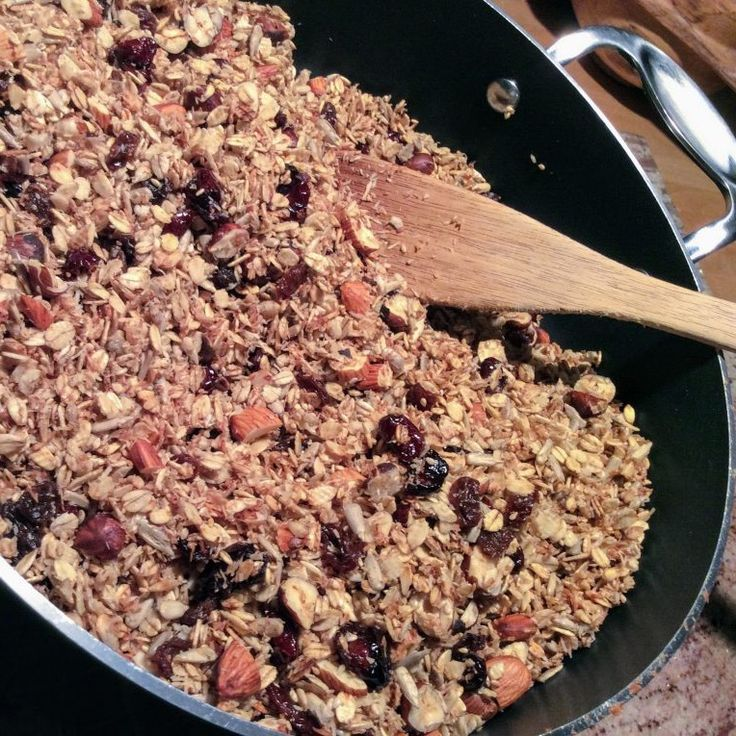 Granola à l'infini  Peu sucré et riche en fibre quelques cuillères de granola dans un yogourt accompagné d'un fruit frais font une excellente collation.