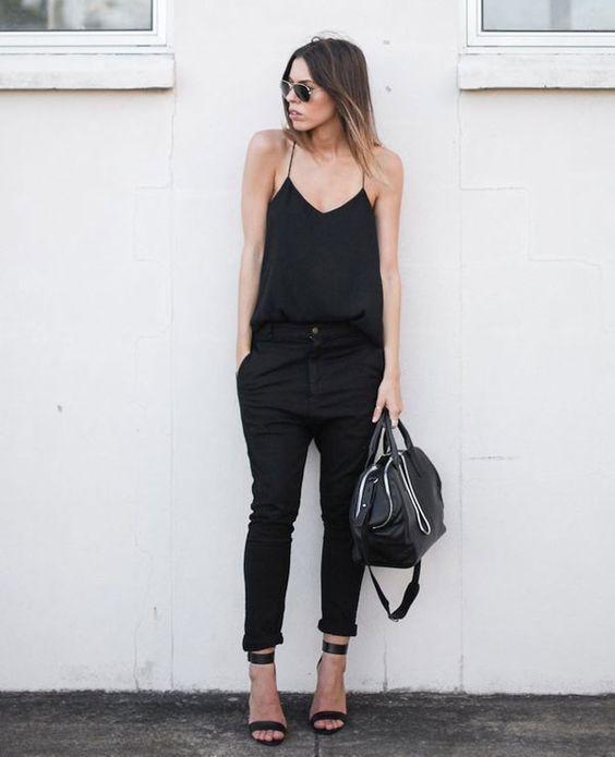 Uma paixão chamada: roupa preta! Essa é para as pessoas que não resistem a essa cor tão enigmática, tão versátil, tão elegante, tão favorável, tão tudo! E sem essa de que preto é coisa de gótica, velório ou roupa só para noite. Quem ama roupa preta sabe bem como combinar o look com cada ocasião da vida!