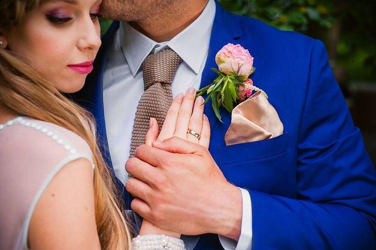 Garden of Love - inspiration for outdoor ceremony I Ogród Miłości – zaślubiny w ogrodzie #bride #groom #palace #wedding #garden #ceremony #outdoor #peonies #weddingdress #pannamłoda #panmłody #zaślubiny #ogród #ślub #wesele #pałac #powiedztak #ido #bridalmakeup #weddingmakeup #makijażślubny #butonierka #obrączka #ring