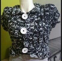 gilet manche courte en laine douillet fabriqué en crochet taille 38 ou T2 de la boutique leloquencedelisa sur Etsy
