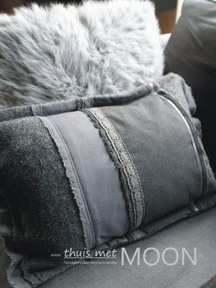 Kussens in romantische warme sfeer. Ontworpen en handgemaakt in ontwerpstudio thuis met Moon. Verkrijgbaar op onze webshop www.thuismetmoon.nl