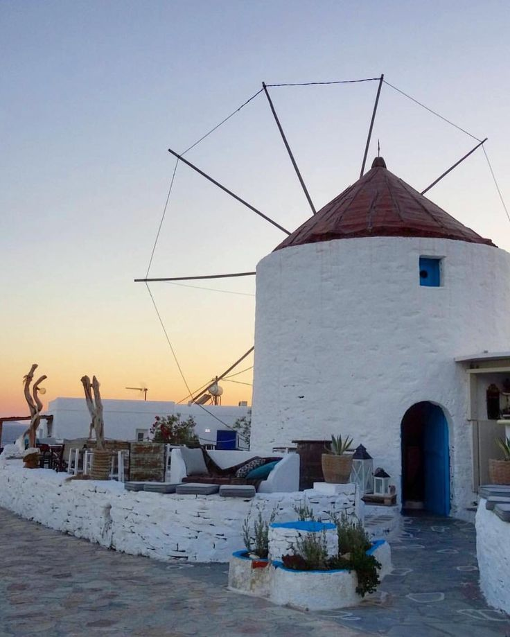 Koufonisia islands (Κουφονήσια) Traditional windmill in the Cyclades ❤