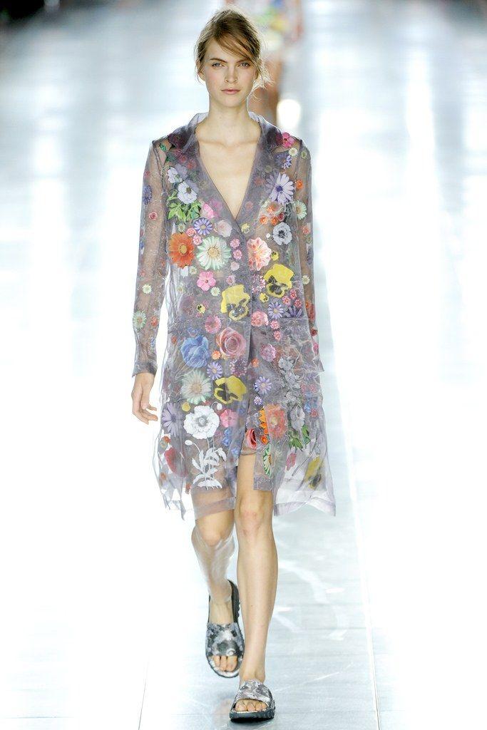 Christopher Kane Spring 2012 Ready-to-Wear Fashion Show - Mirte Maas
