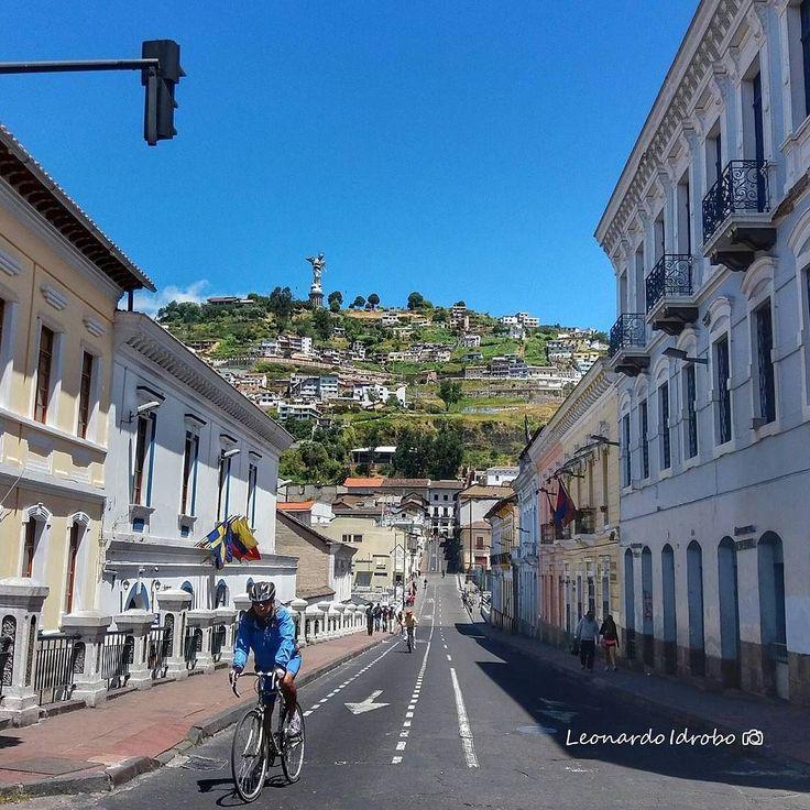 #Quito y su #CentroHistorico  Excelente vista del #Panecillo  Vive tu mejor #aventura con #Rutaviva#TravelTheWorld  Los mejores #HOTELES DESTINOS y SERVICIOS encuéntralos en http://ift.tt/2nuTUfm Photo: @leomochilero #EcuadorNow#ViajaPrimeroEcuador#FeelAgainInEcuador  #Ecuador#FamiliaViajeraEcuador  #allyouneedisecuador #travelblogger #mochileros #natgeotravel#SoClose #LikeNoWhereElse #amor  #AllInOnePlace#instatravel #TraveltheWorld #primerolacomunidad#World_Shots #live #familiaviajera…