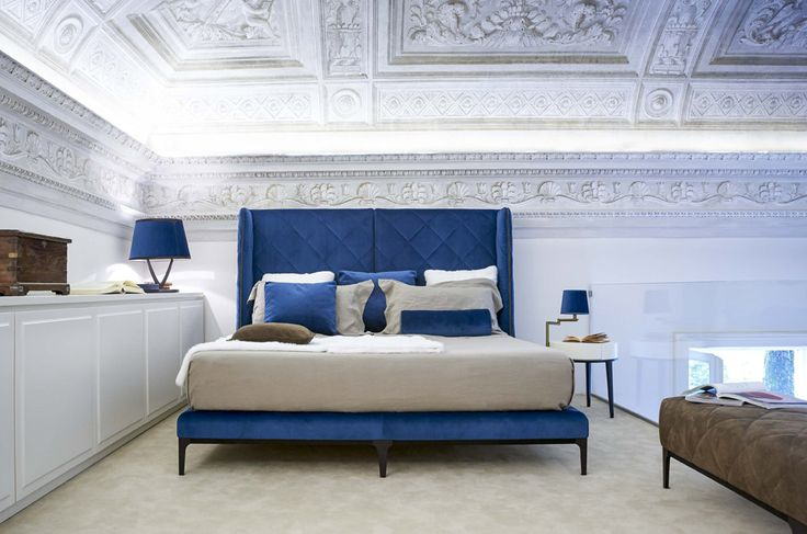 Double beds: Bed Uptown by Valdichienti
