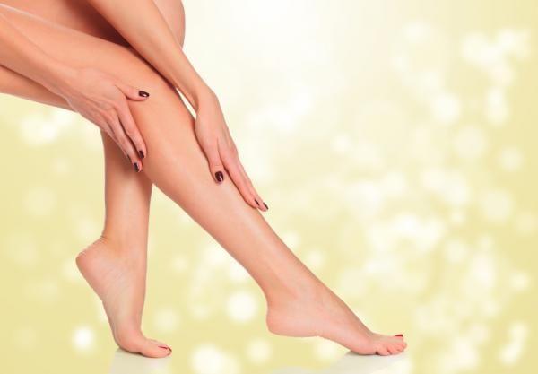 Cómo exfoliar las piernas antes de la depilación