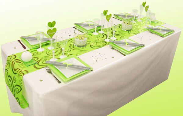 Sur une nappe blanche qui représente un fond immaculé, cet ensemble est dynamique et sera parfait pour une table romantique.