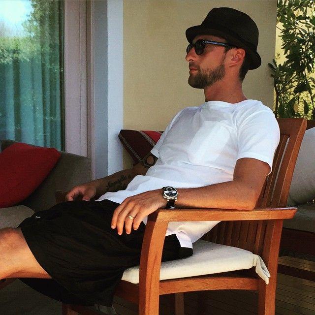 #ClaudioMarchisio Claudio Marchisio: Relax post pranzo!! Ci riposiamo un pó,troppo caldo!!!☀️ #sun #sardinia #ilovesardinia @fortevillage #picoftheday #me #relax #smack