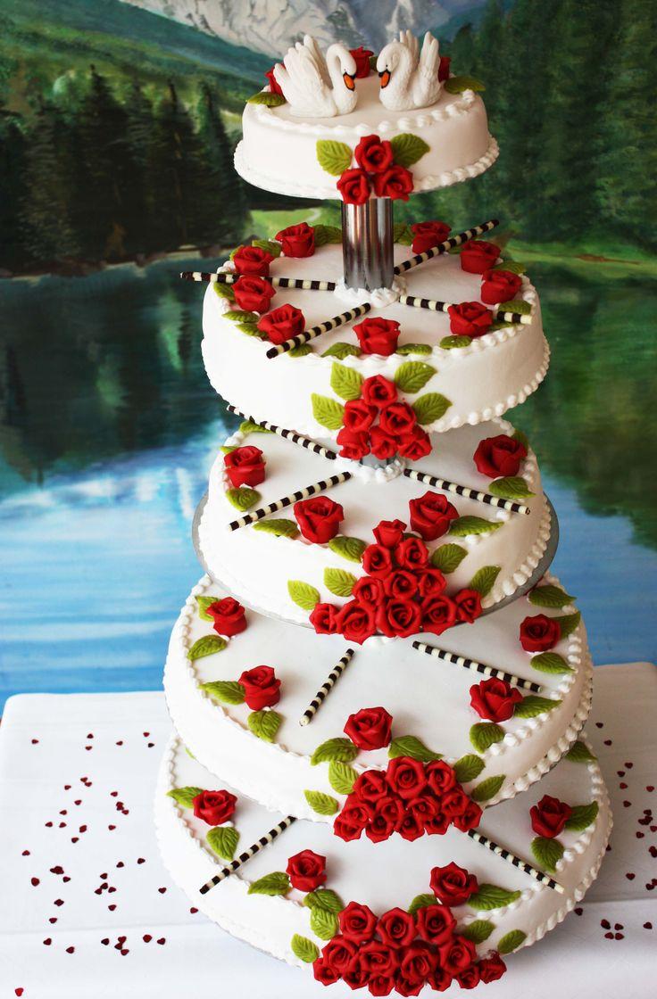 Hochzeitstorte mit Rosen und Schwänen - 5-storey wedding cake with swans and roses www.riessersee.com