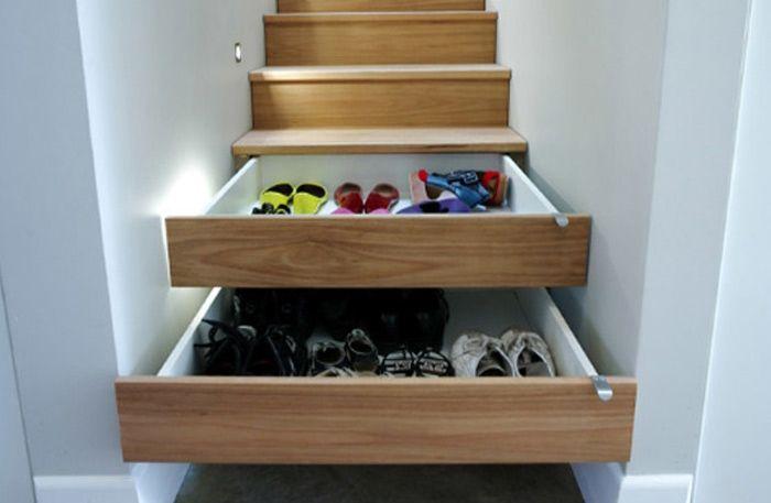 Skor, väskor, ytterkläder och en hel massa annat smått och gott – det är mycket som ska rymmas i hallen, framförallt vintertid. Här är 7 exempel för hallförvaring som är både smart och snygg.