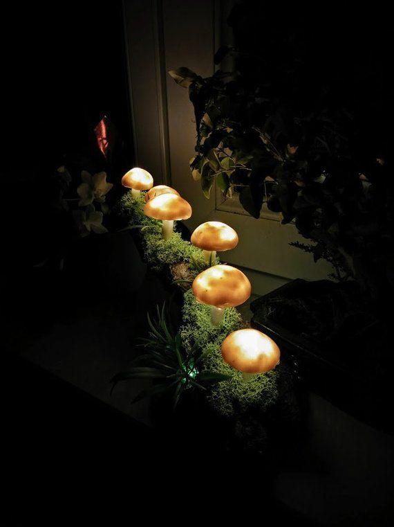 Pilz Lampe Mit Sechs Braunen Pilzen Weihnachten In 2020 Garden Lamps Lamp Decor Mushroom Decor