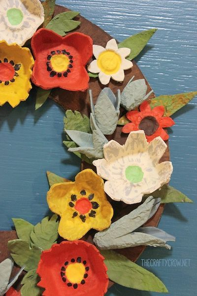 Recycle egg cartons - turn into a fall wreath.
