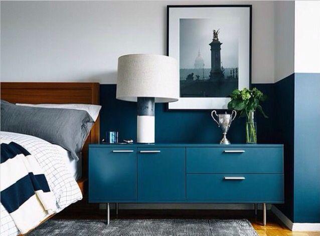 Composição elegante e moderna da Madeira com azul cobalto