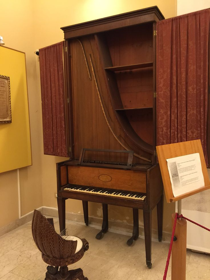 Pianoforte verticale di Bellini