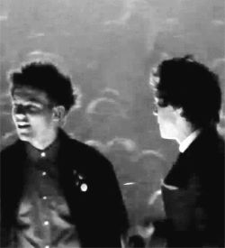 They were gonna kiss but then Louis remembered. I haven't cried so hard in my life!! :( :( :(