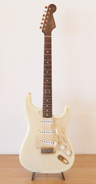 "Ron Porter's ""perfect strat."" The neck is made out of 1 piece of rosewood. The same piece of wood made the neck of his tele and jazz master."