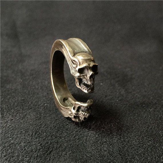 He encontrado este interesante anuncio de Etsy en https://www.etsy.com/es/listing/240785872/925-sterling-silver-ring-gemini-skull