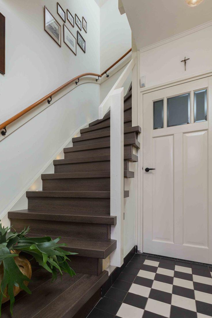 25 beste idee n over donkere gang op pinterest smalle gangen witte hal en inkomsthal decor - Gang met trap ...