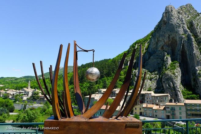 """Sculpture de Alfredo Lombardo - AVOIR POUR NOM """"LA VIE"""""""