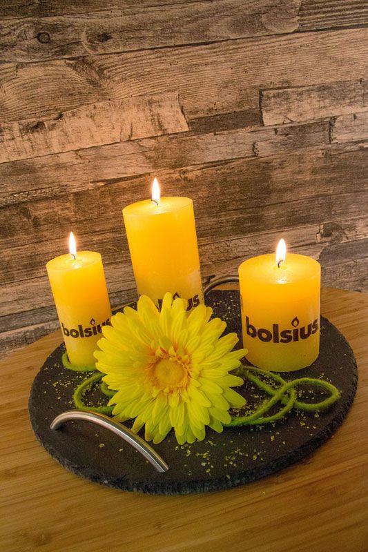 Unsere neuen Schiefer-Accessoires von Sandra Rich lassen sich auf viele Arten in euer Home Decor integrieren. Zum Präsentieren von Lebensmitteln oder aber zum Unterstreichen eurer Deko!  #schiefer #tablett #sandrarich #rustic #bolsius #kerzen #candles #accessoires #deko #homedecor #einrichten #wohnen