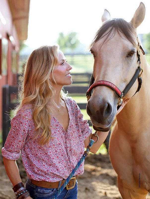 Sheryl Crow posing with one of her horses