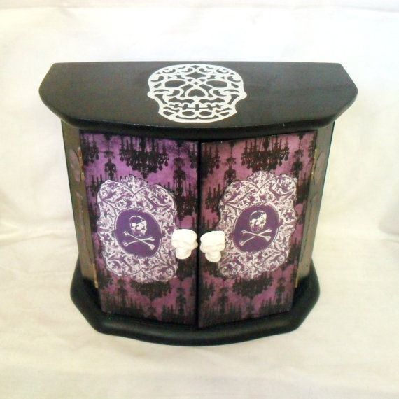 Ring In The Steampunk Decor To Pimp Up Your Home: Gothic Home Decor, Gothic Home And Skull Decor On Pinterest