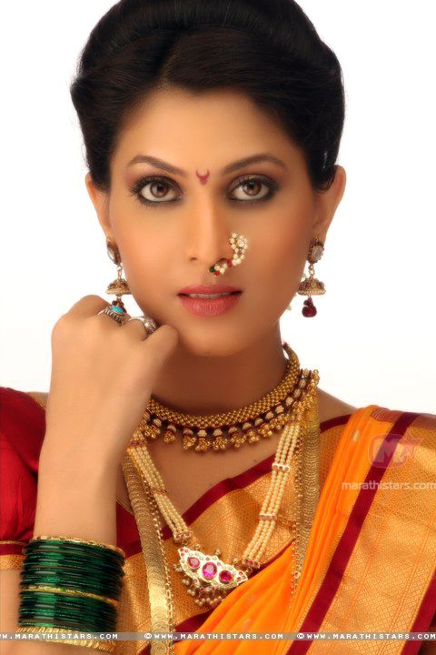 madhavi-kulkarni-actress in traditional maharashtrian jewellery-tanmani,putali haar,thushi,nath.love the unique design of thushi