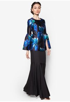 Open Slit Sleeve Kurung from Lubna in black_1