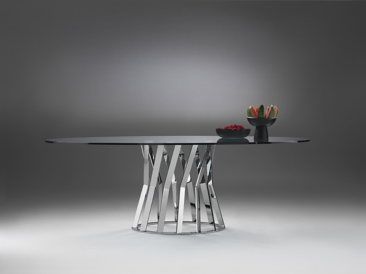 A halo of light supports and conveys gracefulness to the large Ray table top, a synthesis of elegance and versatility: with its monolithic metal base, it is sturdier than ever. Ray extends upwards with a harmonic movement which is lightness.     Through the selection of different colours, shapes, materials and finishes, this is a truly modular concept.