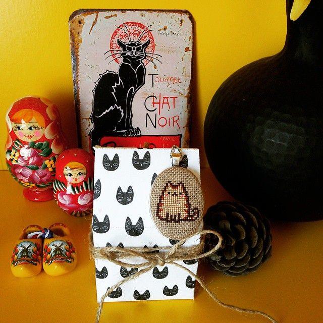 Cross stitch Pusheen necklace #crossstitch #kanaviçe #etamin #handmade #necklace #kolye #cat #kedi #Pusheen #catstagram