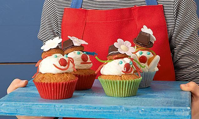 Lustige Clown-Cupcakes für Kinder