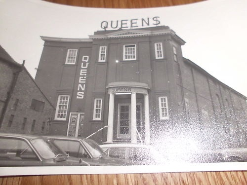 Queens-Cinema-Sittingbourne-Kent-Old-real-black-and-white-photograph. This is the best I can find for now.