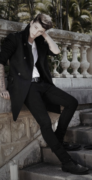 I can't believe Ash Stymest is married and having a child. Sad day. #model #AshStymest